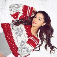 Ariana Grande anuncia lançamento de clipe com tema natalino!
