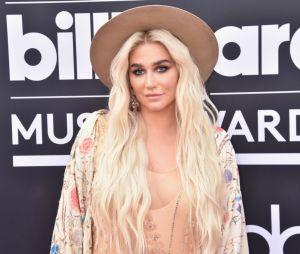Kesha recebeu mais de mil dentes humanos que viraram acessórios
