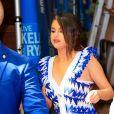 """Selena Gomez usa colar com significado feminista na premiere de """"Os Mortes Não Morrem"""""""