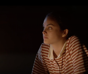 """Camila Mendes rouba a cena no trailer arrepiante de """"Coyote Lake"""""""