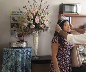 """O pai de Jane (Gina Rodriguez), Rogelio (Jaime Camil), também faz parte dessa família maravilhosa de """"Jane the Virgin"""""""