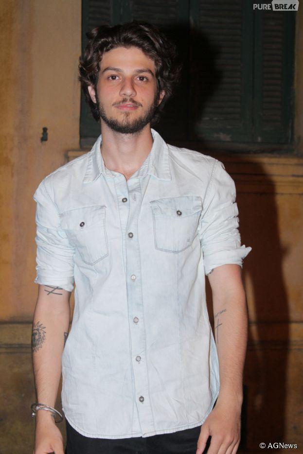 Chay Suede marcou presença em uma festa da grife Calvin Klein na última quinta-feira (06)