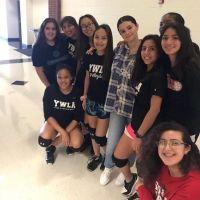 O que Selena Gomez foi gravar na sua antiga escola, no Texas?