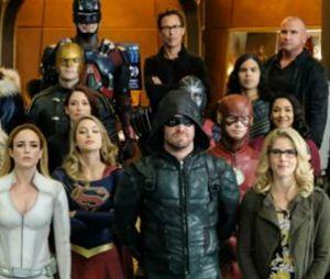 """Fãs de """"Arrow"""" esperam grandes retornos e reviravoltas no crossover"""