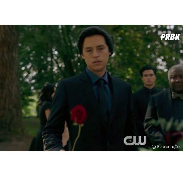 """""""Riverdale"""": Jughead (Cole Sprouse) morreu? Lili Reinhart fala sobre possível futuro do personagem na série"""