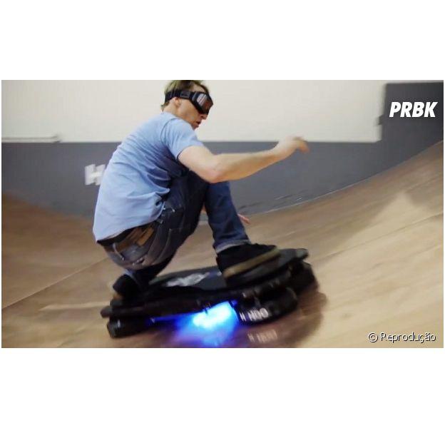 "Tony Hawk no famoso skate voador de ""De Volta para o Futuro"""