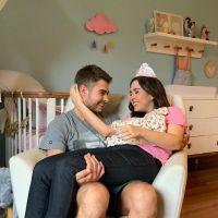 Tatá Werneck e Rafael Vitti imitam Clara Maria dormindo e o resultado não podia ser mais fofo