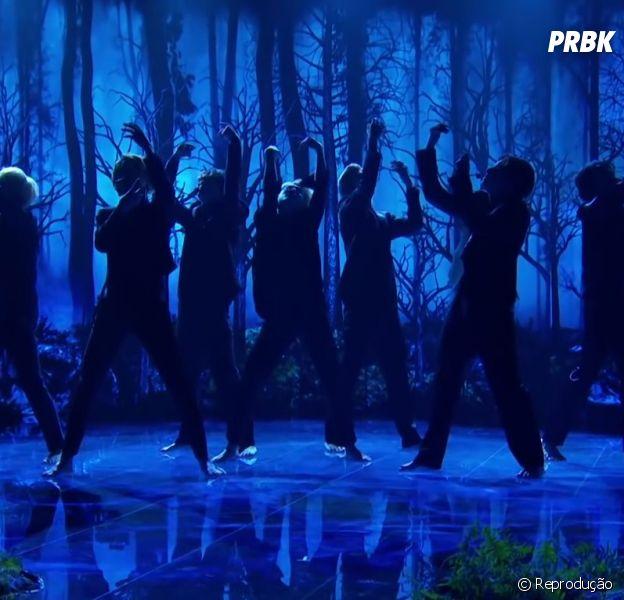 """BTS faz primeira performance ao vivo de """"Black Swan"""" e arranca elogio dos fãs"""