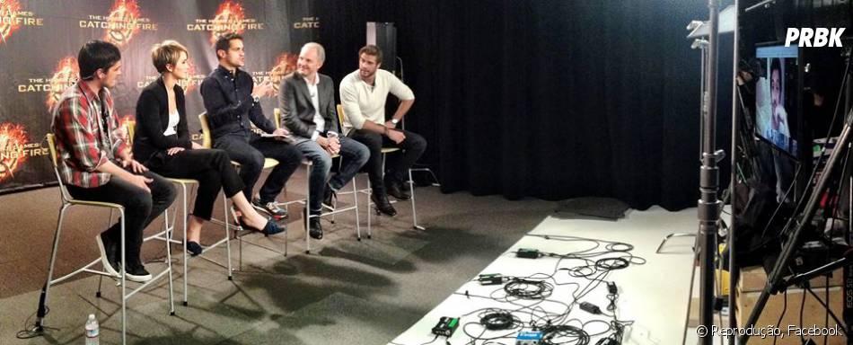 "Jennifer Lawrence, Josh Hutcherson e Liam Hemsworth responderam perguntas de ""Jogos Vorazes"" em hangout"