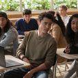 """Eu Nunca"":Devi (Maitreyi Ramakrishnan) é apaixonada por Paxton (Darren Barnet)"