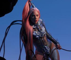 """Lady Gaga lança álbum """"Chromatica"""" e é elogiada nas redes sociais"""