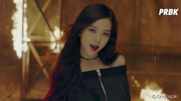 "BLACKPINK: relembre o visual da Jisoo na era ""Playing With Fire"""