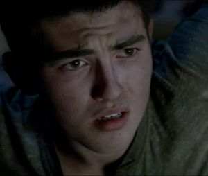 "Na quarta temporada de ""Teen Wolf"", Derek (Tyler Hoechlin) volta a ser adolescente"