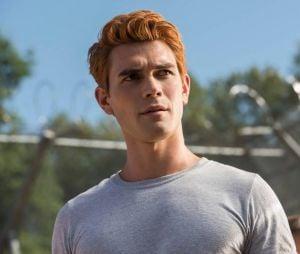 """KJ Apa, de """"Riverdale"""", será Nico em """"Songbird"""", um motoboy com imunidade rara"""