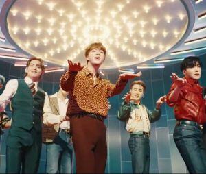 """BTS: """"Dynamite"""" é a faixa em inglês mais rápida a atingir primeira posição em 100 países no iTunes"""