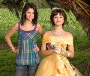 """Selena Gomez e Demi Lovato atuaram juntas em """"Programa de Proteção Para Princesas"""", do Disney Channel"""