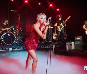 """Miley Cyrus lançou o """"Plastic Hearts"""" nesta sexta-feira (27). Qual sua faixa favorita?"""