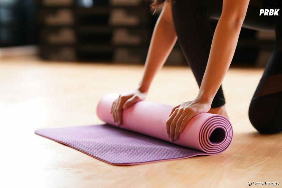 O tapete é um acessório necessário no yoga, mas pode ser substituído por outros objetos similares