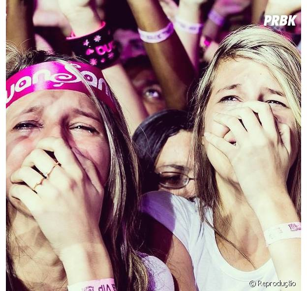 Fãs chorando pelo cantor Luan Santana