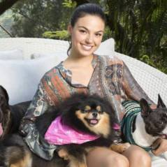 Isis Valverde conta que não se desgruda de suas cadelinhas nem em viagem de Natal com a família