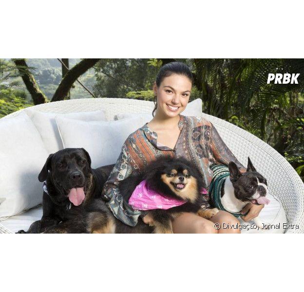 Isis Valverde e seu amor pelas cachorrinhas Shiva e Abba