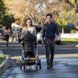 """Na 3ª temporada de """"You"""", Joe (Penn Badgley) e Love (Victoria Pedretti) estarão casados e com um bebê, morando no norte da Califórnia. Ele tenta ser um bom pai, mas fica incomodado com a impulsividade de Love e começa a se interessar pela sua vizinha"""
