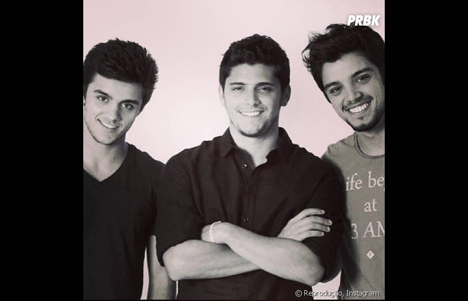 Rodrigo Simas é irmão de Bruno Gissoni e Felipe Simas, caçula. Felipe está preparando o casamento com sua namorada, Mariana Uhiman, grávida de 4 meses