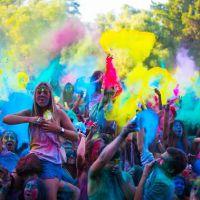 """Conheça o """"Holi"""", um festival recheado de cores e muitas horas de música!"""