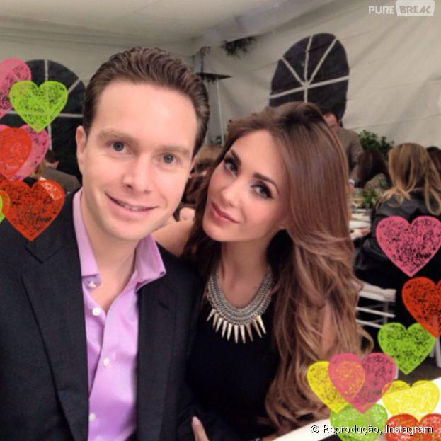 Anahi eManuel Velasco, juntos há três anos, vão casar em abril