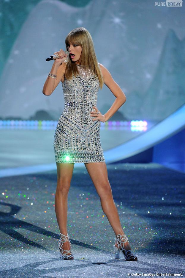 Taylor Swift se apresenta noVictoria's Secret Fashion Show 2013