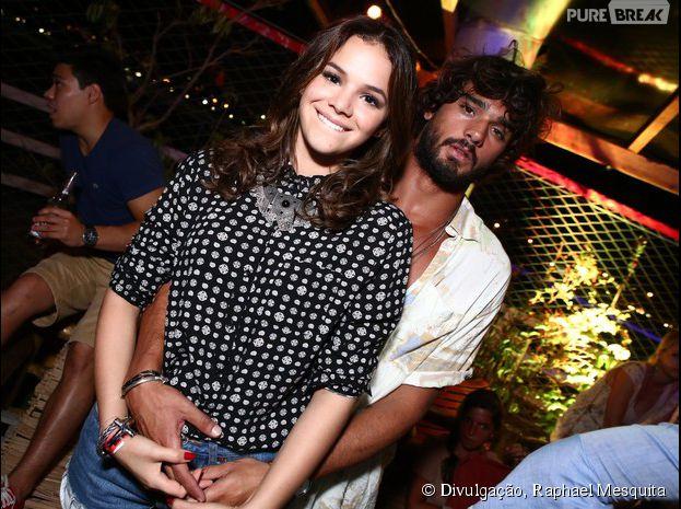 Abraçadinhos, Bruna Marquezine e Marlon Teixeira aproveitam a noite no Rio de Janeiro