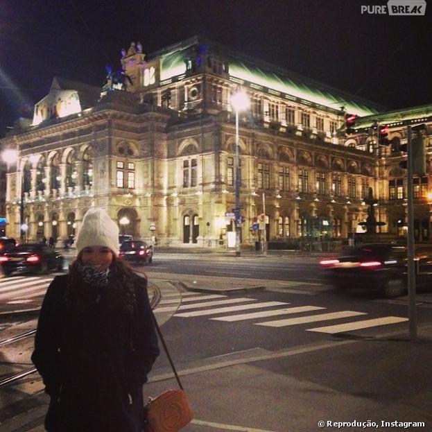 Assim como todos mortais, Bruna Marquezine também faz a turista e posa em pontos marcantes de Viena, na Áustria