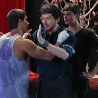 """Novela """"Malhação"""": Jade (Anaju Dorigon) provoca Duca (Arthur Aguiar) com vídeo de Bianca e Henrique!"""