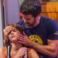 """Novela """"Malhação"""": Karina (Isabella Santoni) tenta impedir invasão na Academia, mas leva um soco!"""