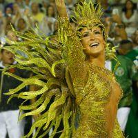 Claudia Leitte brilha como Rainha de Bateria no Carnaval do Rio de Janeiro pela Mocidade