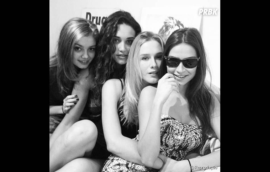 O quarteto formado por Sophie Charlotte, Débora Nascimento,Thaila Ayala eFiorella Matheis vão viajar para Nova York e estão sem os namorados