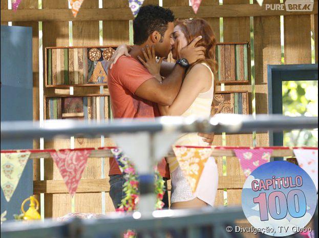 """Em """"Alto Astral"""", Gaby (Sophia Abrahão) e Emerson (Sérgio Malheiros) dão o maior beijão!"""