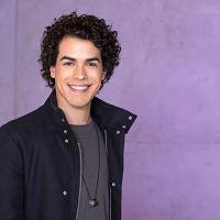 """Sam Alves libera prévia de quatro novos singles para promover o álbum """"ID"""". Vem ouvir!"""