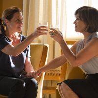 """Novela """"Babilônia"""": Inês (Adriana Esteves) e Beatriz (Glória Pires) fazem acordo e viram """"amigas"""""""