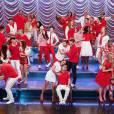 """O elenco de várias temporadas de """"Glee"""" cantou na performance final"""