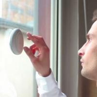 Muito barulho? Gadget se torna isolante sonoro quando colado na janela