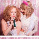 Taylor Swift faz festa surpresa para amiga e conta com presença de Hayley Williams do Paramore