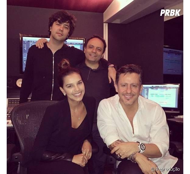 Mariana Rios em estúdio com Rick Bonadio