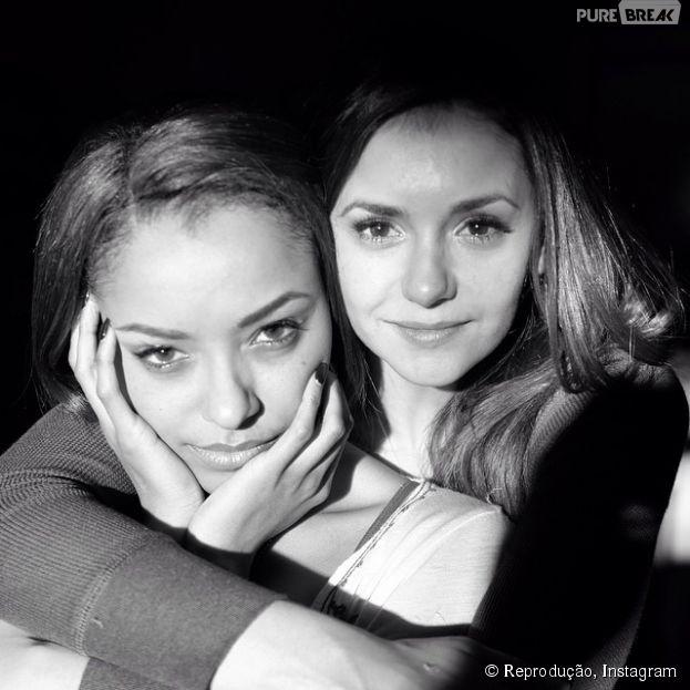 """Nina Dobrev, fora de """"The Vampire Diaries"""", ganha homenagem de Kat Graham"""