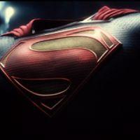 """De """"Batman V Superman"""": primeiro teaser é divulgado e mostra de perto os uniformes dos super-heróis!"""