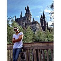 """Luan Santana tira férias e visita parque de """"Harry Potter"""": """"Bora pra mais um dia em Orlando!"""""""