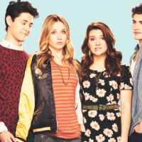 """Série """"Faking It"""": 3ª temporada é confirmada por Katie Stevens, que revela detalhes sobre a estreia!"""