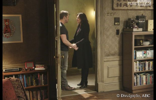 "Em ""Once Upon a Time"", Regina (Lana Parrilla) e Robin (Sean Maguire) se reencontraram!"