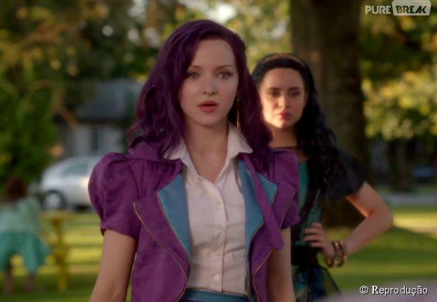 """No filme """"Descendentes"""", Mal (Dove Cameron) é a filha de Malévola (Kristin Chenoweth)"""