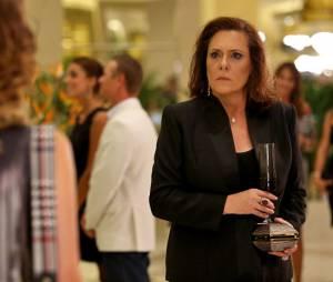 """Segundo jornal, Tina (Elizabeth Savalla) é a verdadeira mãe deLaura (Nathalia Dill), na novela """"Alto Astral"""", da Globo"""